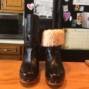UGG Amoret Brown Leather Sheepskin Clogs Boots